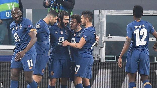 Игроки Порту празднуют
