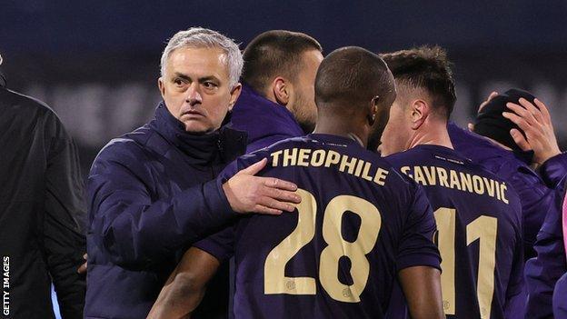 Jose Mourinho congratulates the Dinamo Zagreb players