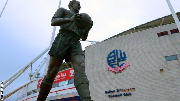 Bolton Wanderers statue of Nat Lofthouse