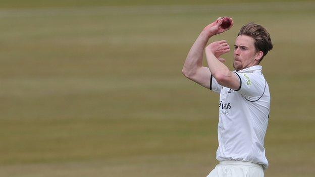 Craig Miles in action for Warwickshire