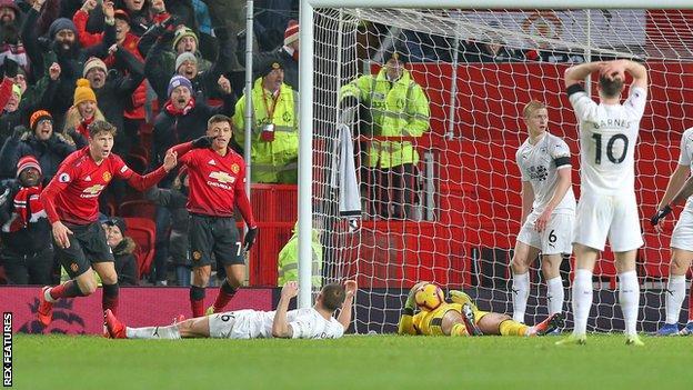 Victor Lindelof scores for Manchester United