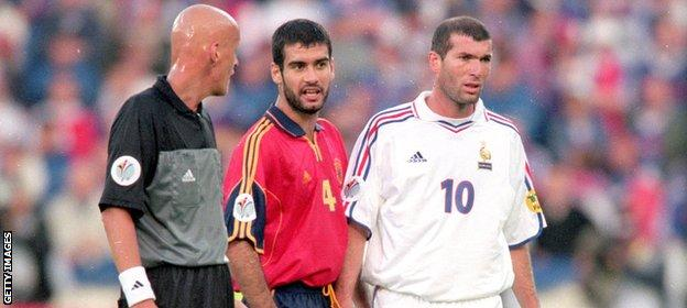 Zidane (right) and Guardiola were rivals on the pitch