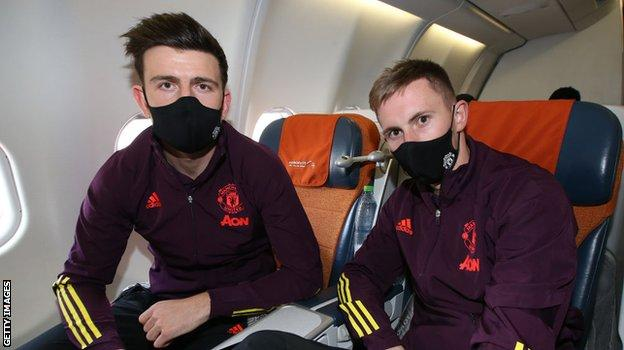 Man Utd defender Harry Maguire (l) and goalkeeper Dean Henderson