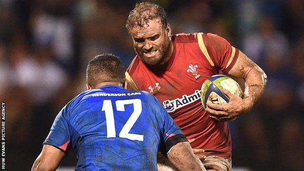 Jamie Roberts in action for Wales against Samoa