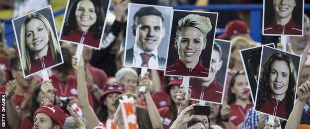 Fans show suport for Canada