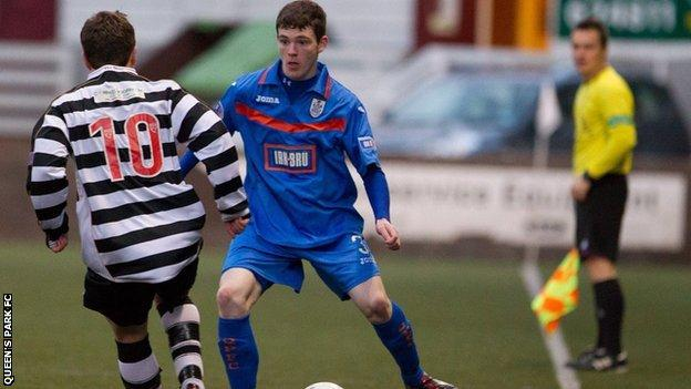 Andy Robertson in action for Queen's Park