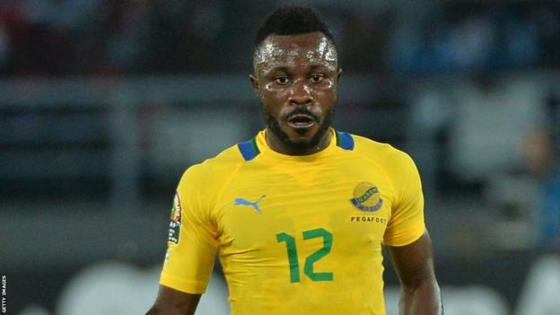Guelor Kanga playing for Gabon in 2015