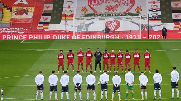 Liverpool and Aston Villa players pay tribute