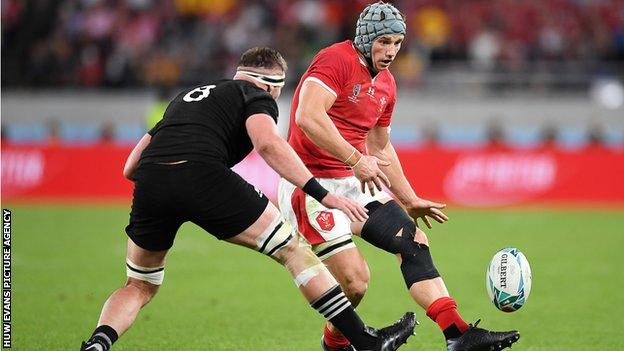 Jonathan Davies in action for Wales against New Zealand in the 2019 World Cup
