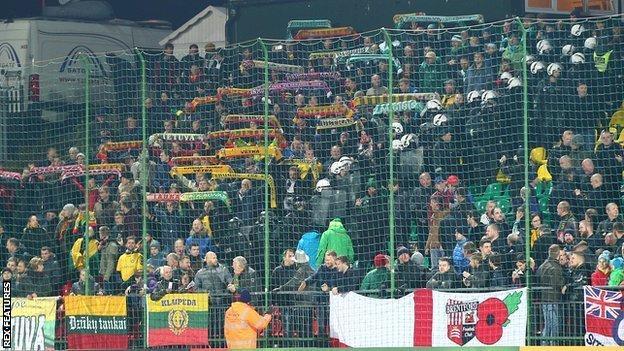 Riot police separate fans in Vilnius
