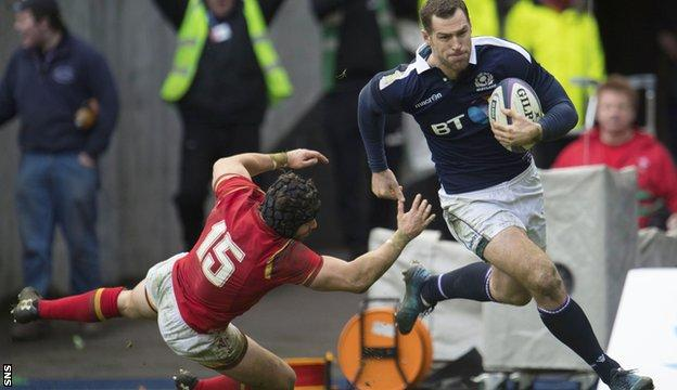 Tim Visser runs in Scotland's second try