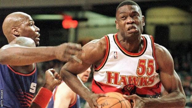 Dikembe Mutombo in action for the Atlanta Hawks in 1998