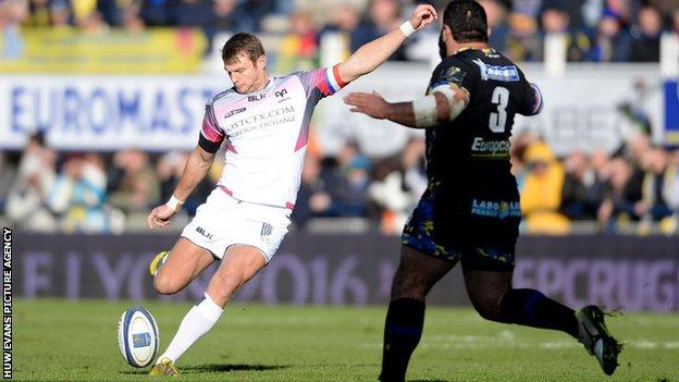 Dan Biggar drops a goal against Clermont Auvergne