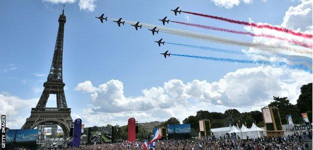 Paris marks the handover of the Olympic flag with crowds and aerobatics