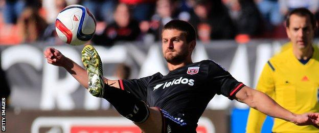 Perry Kitchen in action for DC United