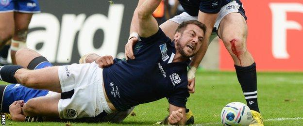 Greig Laidlaw scores for Scotland against Samoa