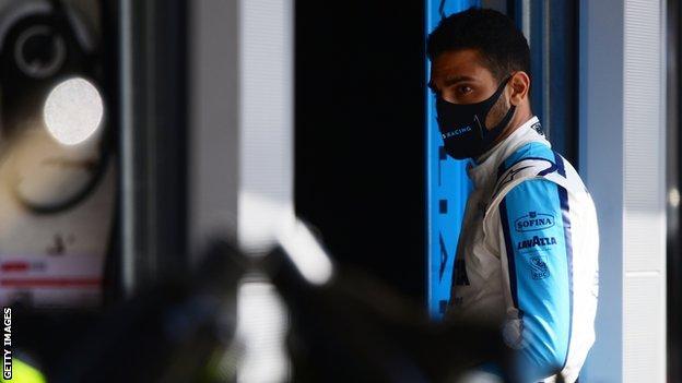 Il collaudatore della Williams Roy Nisani in pit lane mentre si allenava per il Gran Premio di Spagna di F1 lo scorso anno