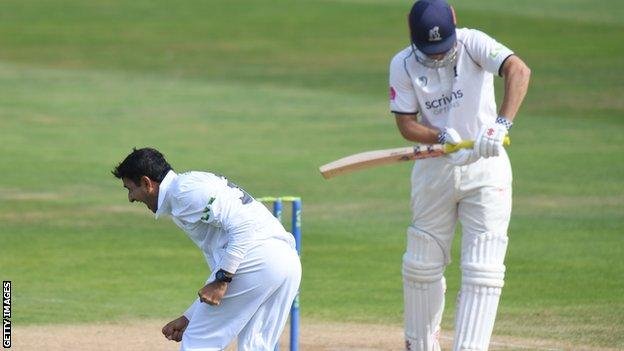 Mohammad Abbas made light of his ankle injury the previous day to take two key Warwickshire wickets