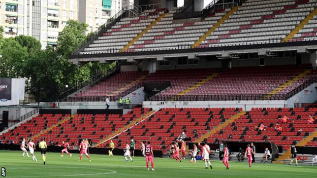 The match was played at Rayo's empty stadium