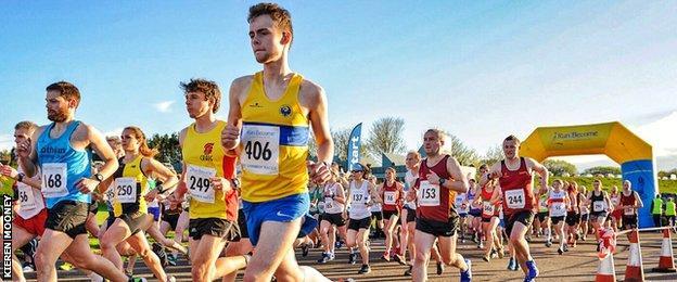 Kieren Mooney racing with others