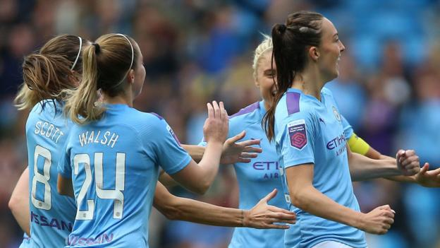 Manchester City Women 1-0 Manchester United Women: Weir seals win in front of record WSL crowd thumbnail
