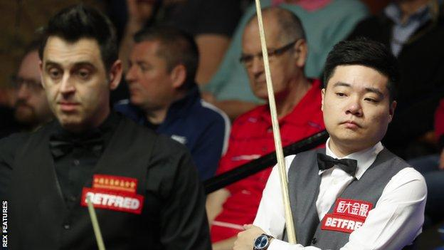 Ding Junhui (right) and Ronnie O'Sullivan