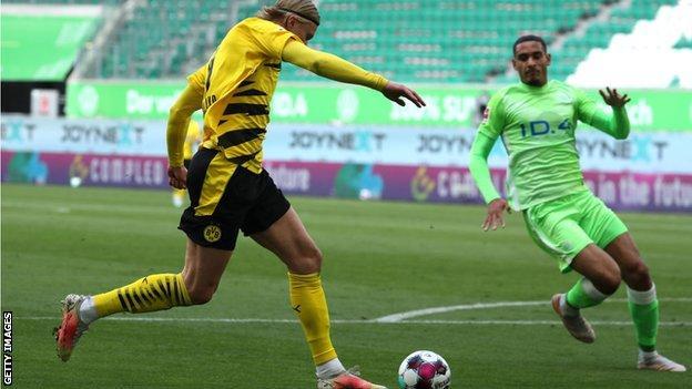 Wolfsburg 0-2 Borussia Dortmund: Erling Braut Haaland scores twice in win thumbnail