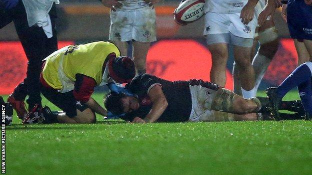 Wales captain Justin Tipuric was forced to leave after suffering a blow to the head