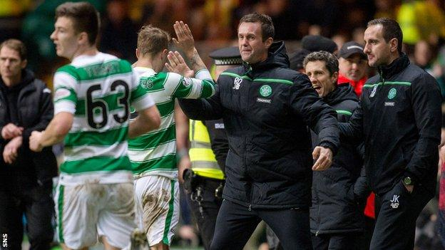 Celtic manager Ronny Deila celebrates with his players