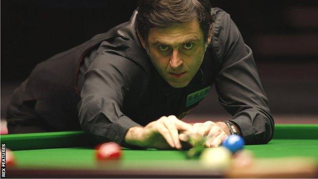 Ronnie O'Sullivan lines up a shot