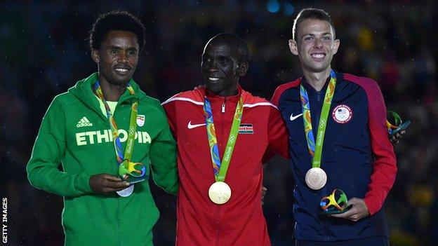 Eliud Kipchoge winning gold at 2016 Olympics