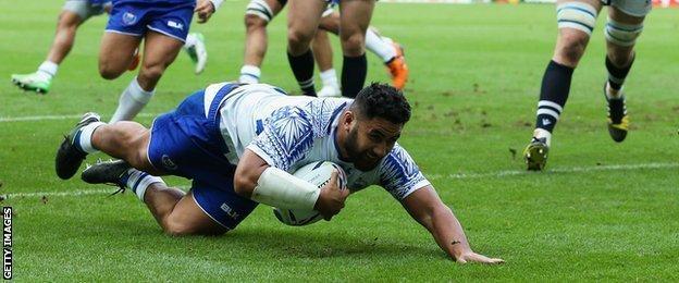 Ma'atulimanu Leiataua scores a try for Samoa against Scotland