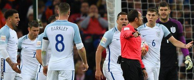 England surround the referee
