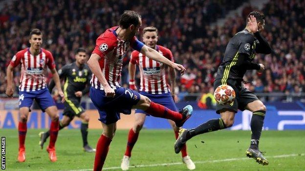 Diego Godin scores