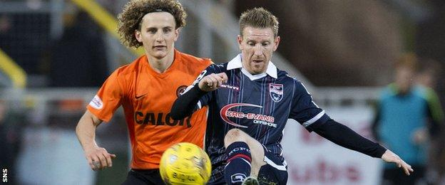 Dundee United's Aaron Kuhl and Ross County's Michael Gardyne tussle
