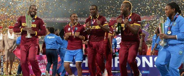 Chris Gayle celebrates with Dwayne Bravo and Marlon Samuels