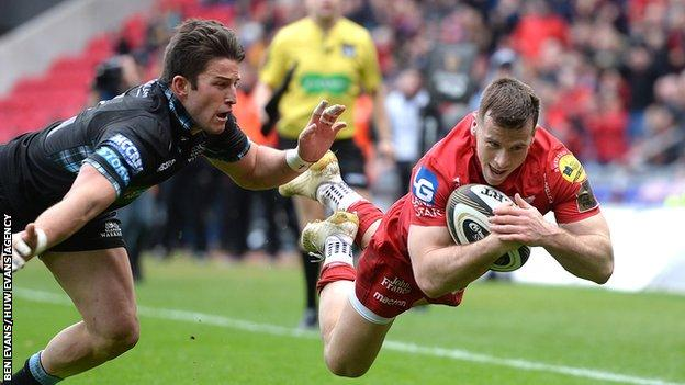 Gareth Davies dives for a try