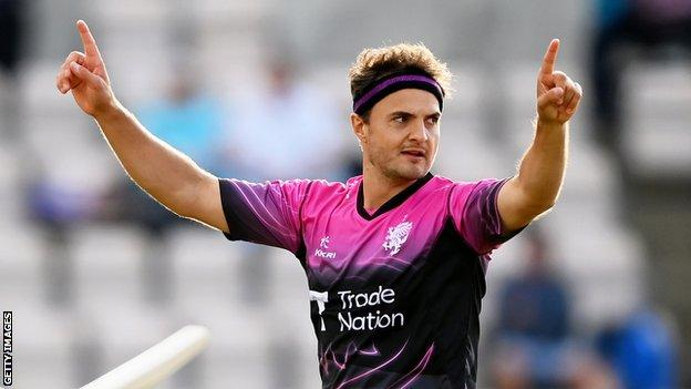 Jack Brooks: Somerset fast bowler signs new one-year deal thumbnail
