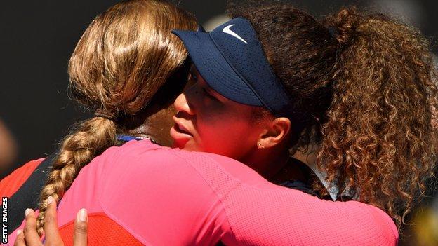 Serena Williams embraces Naomi Osaka