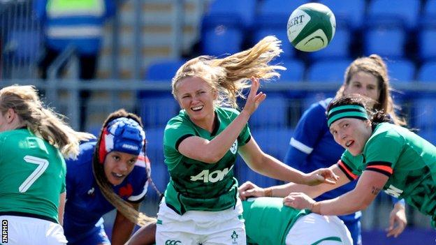 Kathryn Dane in action for Ireland against France in this year's Six Nations