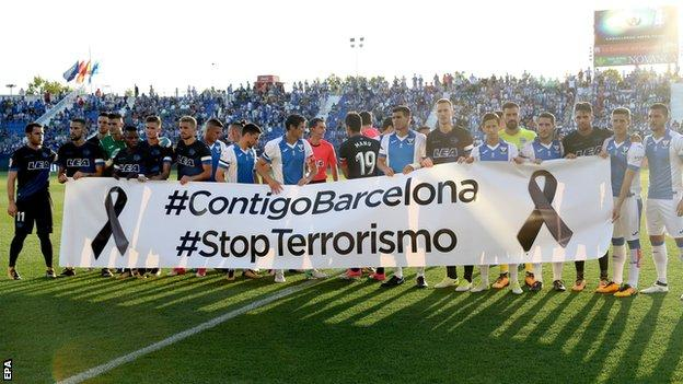 Leganes and Alaves players show their support for Barcelona