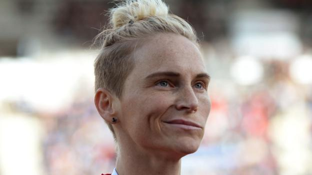Jess Fishlock: Wales midfielder signs new deal with Reign FC thumbnail