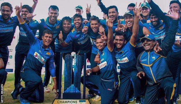 Sri Lanka with the tri-series trophy