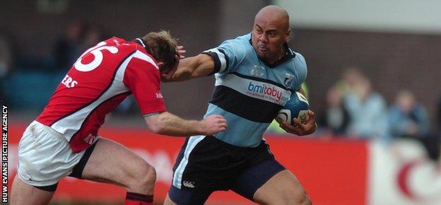 Jonah Lomu joined Welsh regional team Cardiff Blues in 2005