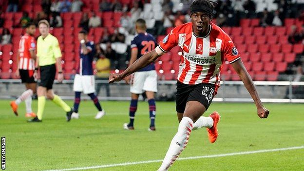 English Teenager Noni Madueke Scores First Psv Goal Bbc Sport