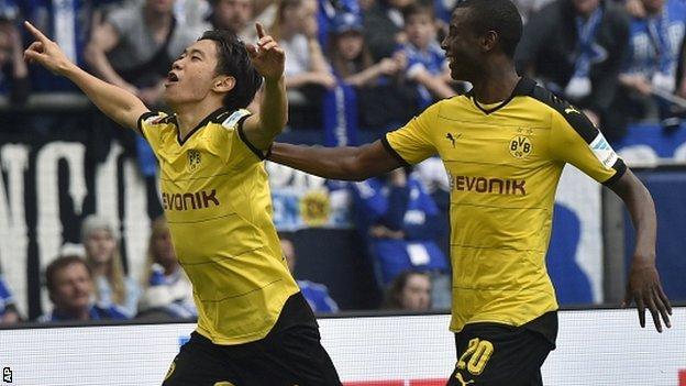 Former Manchester United midfielder Shinji Kagawa, of Borussia Dortmund, celebrates with Adrian Ramos