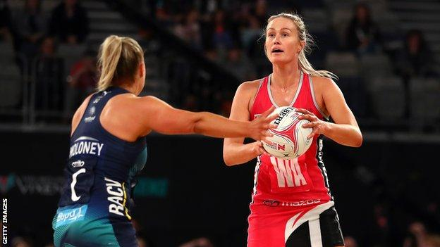 Chelsea Pitman playing for Adelaide Thunderbirds