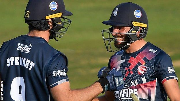 Kent's Grant Stewart and Jack Leaning celebrate victory against Essex