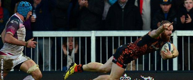 Ospreys' Justin Tipuric (left) was powerless to stop James Short scoring Exeter's third try