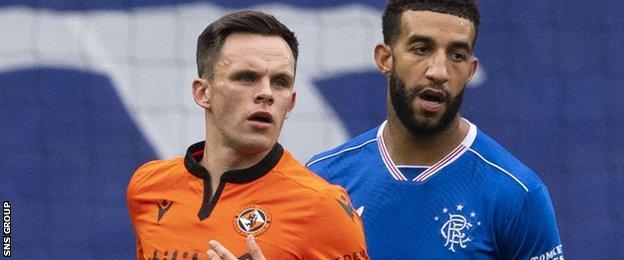 L'attaquant de Dundee United Lawrence Shankland et le défenseur des Rangers Connor Goldson
